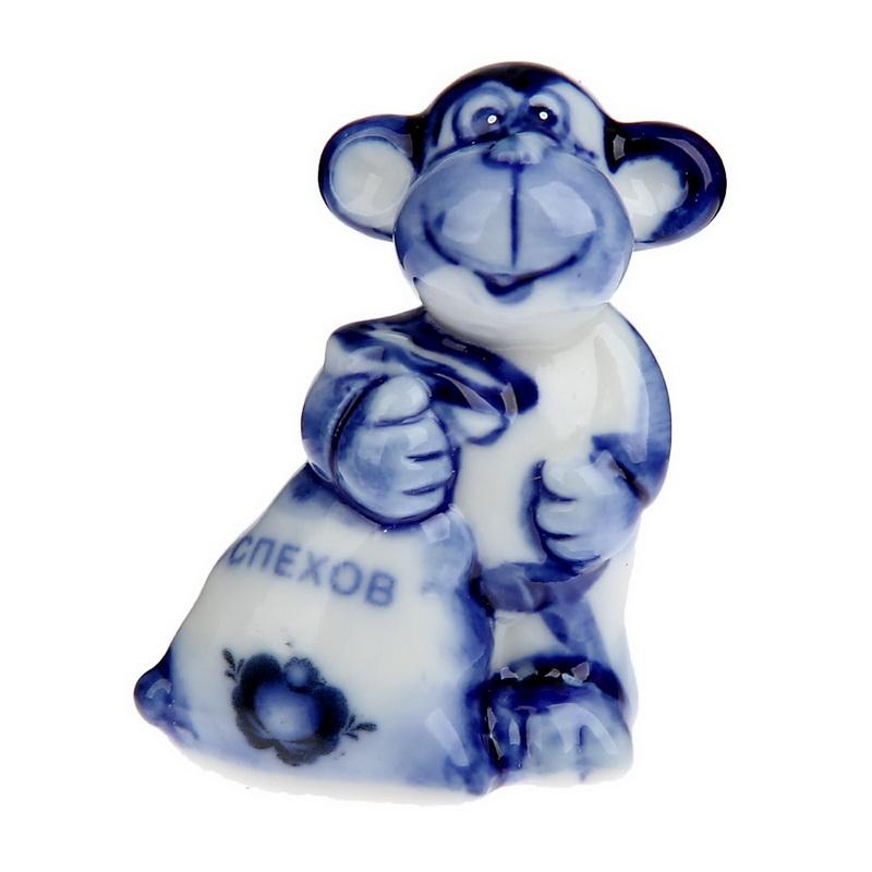 Сувенир Sima-land Мартышка с мешком и пожеланием успехов, 4 см х 2,5 см х 5,5 см1108754Сувенир Sima-land Мартышка с мешком и пожеланием успехов выполнен из керамики под гжель в виде забавной обезьянки, держащей мешок. Он привлекает к себе внимание и буквально умиляет, заставляя улыбнуться. Такой сувенир станет отличным подарком родным или друзьям на Новый год, а также он украсит интерьер вашего дома или офиса.
