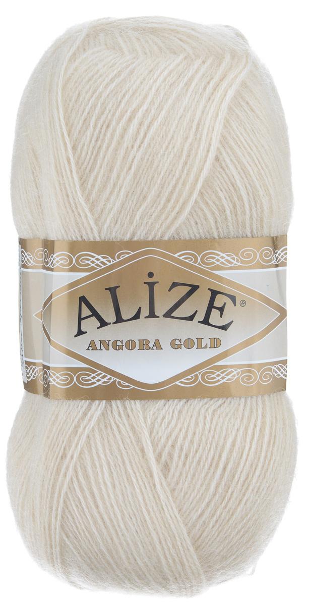 Пряжа для вязания Alize Angora Gold, цвет: молочно-бежевый (67), 550 м, 100 г, 5 шт364111_67Пряжа для вязания Alize Angora Gold изготовлена из акрила, мохера и шерсти, что способствует прекрасному тепловому обмену, легкости и комфорту. Ниточка тонкая, пушистая. Из данной пряжи получаются вещи, которые не требуют ни украшений, ни дополнений. Пряжа допускает самую простую и примитивную вязку, но при этом смотрится необычно благодаря своей цветовой палитре. В ее состав входит акрил, что позволяет стирать ваши изделия в стиральной машине (на деликатной стирке) и они не потеряют свою первоначальную форму. Пряжа отлично подходит для вязания свитеров, жилетов, шарфов, шапок, шалей и многого другого. Рекомендуемый размер спиц 3-6 мм и крючка 2-4 мм. Состав: 80% акрил, 10% шерсть, 10% мохер.