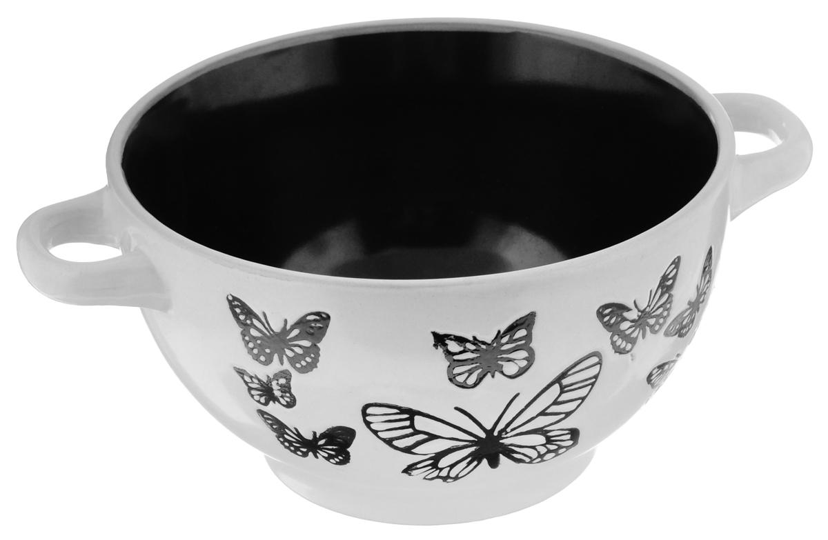 Салатница Wing Star Бабочки, цвет: белый, черный, диаметр 14 смLJ1022JMСалатница Wing Star Бабочки изготовлена из высококачественной керамики. Внешняя стенка украшена изящными изображениями бабочек. Для удобства пользования изделие оснащено двумя эргономичными ручками. Wing Star - качественная керамическая посуда из обожженной, глазурованной снаружи и изнутри глины с оригинальными рисунками. При изготовлении данной посуды широко используется рельефный способ нанесения декора, когда рельефная поверхность подготавливается в процессе формовки и изделие обрабатывается с уже готовым декором. Благодаря этому достигается эффект неровного на ощупь рисунка, как бы утопленного внутрь глазури и являющегося его естественным элементом. Яркая салатница станет украшением вашего стола и прекрасно подойдет для использования, как дома, так и на даче или пикниках. Диаметр салатницы (по верхнему краю): 14 см. Высота стенки: 7,5 см. Ширина салатницы (с учетом ручек): 18,5 см. Подходит для микроволновой...