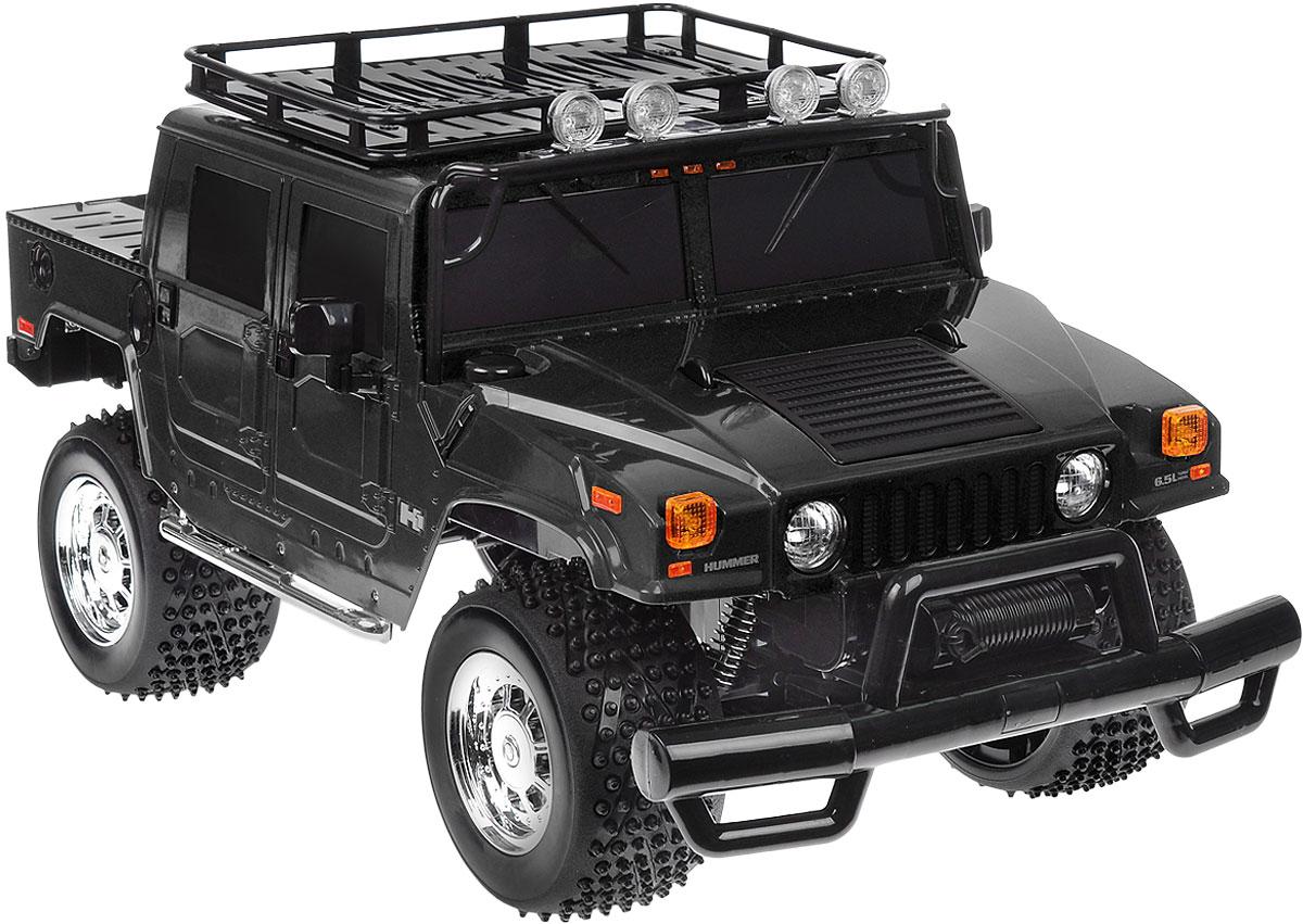 Rastar Радиоуправляемая модель Hummer H1 Sut цвет черный28700_черныйРадиоуправляемая модель Rastar Hummer H1 Sut станет отличным подарком любому мальчику! Все дети хотят иметь в наборе своих игрушек ослепительные, невероятные и крутые автомобили на радиоуправлении. Тем более, если это автомобиль известной марки с проработкой всех деталей, удивляющий приятным качеством и видом. Одной из таких моделей является автомобиль на радиоуправлении Rastar Hummer H1 Sut. Это точная копия настоящего авто в масштабе 1:6. Возможные движения: вперед, назад, вправо, влево, остановка. Имеются световые эффекты. Пульт управления работает на частоте 40 MHz. Игрушка работает на сменном аккумуляторе (входит в комплект). Для работы пульта управления необходима 1 батарейка 9V (6F22) (не входит в комплект).