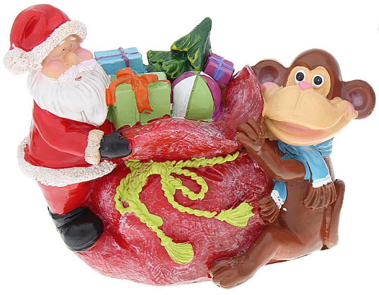 Копилка декоративная Sima-land Мартышка и Дед Мороз с мешком подарков, цвет: красный, белый, коричневый1057378_красный мешокДекоративная копилка Sima-land Мартышка и Дед Мороз с мешком подарков, изготовленная из полистоуна, станет отличным украшением интерьера вашего дома или офиса. Сверху имеется прорезь для монет. На дне расположен клапан, через который можно достать деньги. Яркий оригинальный дизайн сделает такую копилку прекрасным подарком. Она послужит не только по своему прямому назначению, но и красиво дополнит интерьер комнаты.
