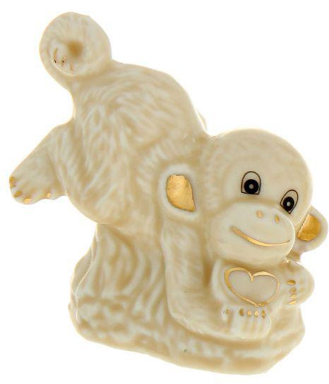 Сувенир Sima-land Игривая обезьянка, высота 6,5 см1052407_на передних лапкахСувенир Sima-land Игривая обезьянка выполнен из высококачественной керамики в виде забавной обезьянки. Такой сувенир станет отличным подарком родным или друзьям на Новый год, а также он украсит интерьер вашего дома или офиса.