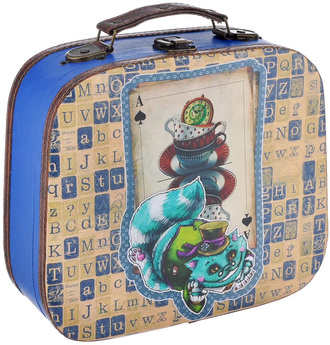 Декоративная шкатулка Феникс-презент Волшебный кот, 28 см х 24,5 см х 10,5 см37352Декоративная шкатулка Феникс-презент Волшебный кот, выполненная из МДФ, оформлена ярким изображением кота. Изделие закрывается на металлический замок-защелку и оснащено удобной ручкой для переноски. Такая шкатулка может использоваться для хранения бижутерии, предметов рукоделия, в качестве украшения интерьера, а также послужит хорошим подарком для человека, ценящего практичные и оригинальные вещицы.