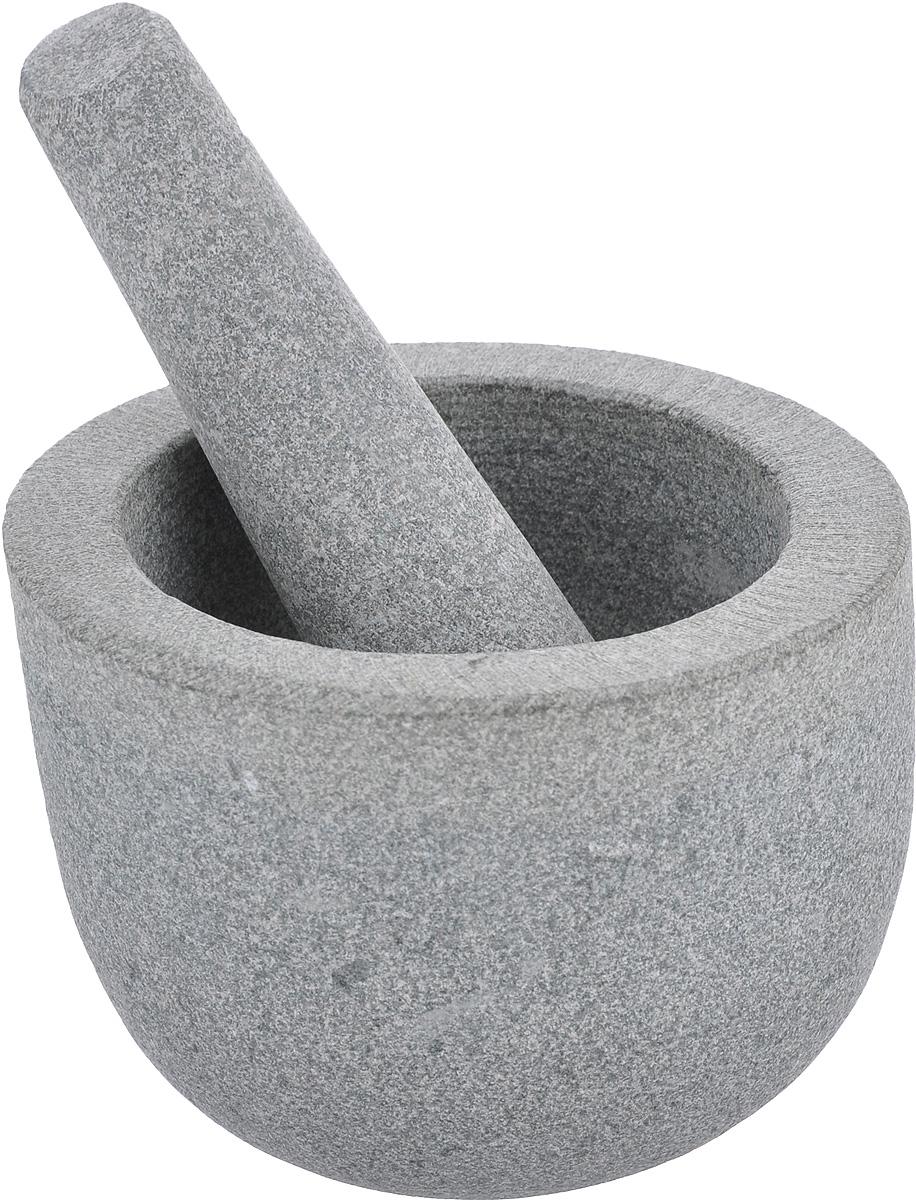Ступка с пестиком Kesper, из гранита7150-3Ступка с пестиком Kesper предназначены для измельчения различных пряностей, специй и трав, орехов, чеснока, каперсов, отлично подходят для приготовления традиционного соуса песто. Изделия выполнены из высококачественного натурального гранита. Этот материал гигиеничен и невероятно прочен, он не впитывает влагу и запахи. Ступка имеет слегка скошенный край. Для эффективного размельчения поверхность изделий шероховатая. С таким набором вы с легкостью добьетесь необходимой вам консистенции продукта. Диаметр ступки (по верхнему краю): 13 см. Внутренний диаметр ступки: 9,5 см. Диаметр основания: 7,5 см. Максимальная высота ступки: 10 см. Длина пестика: 13,5 см.