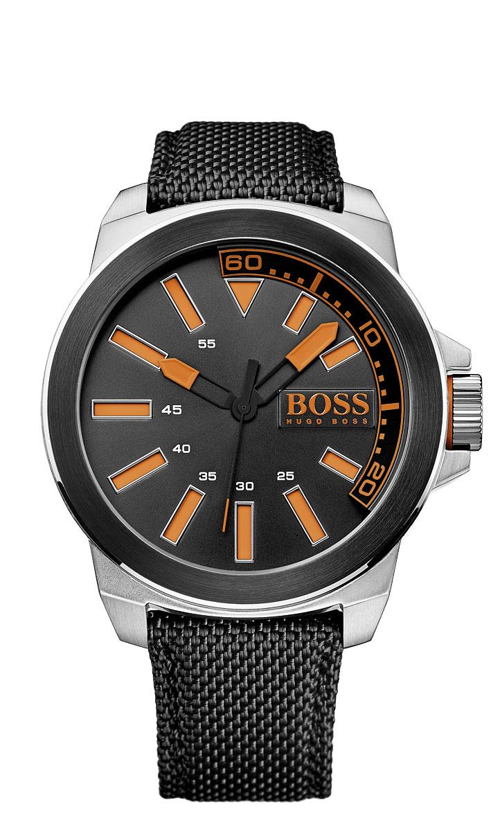 Часы мужские наручные Hugo Boss New York, цвет: серебристый, черный, оранжевый. BO1513116BO1513116Стильные мужские часы Hugo Boss New York выполнены из нержавеющей стали, текстиля и натуральной кожи. Изделие оформлено символикой бренда. Корпус часов выполнен из нержавеющей стали, оснащен кварцевым механизмом с тремя стрелками и имеет степень влагозащиты равную 3 atm. Ремешок изделия выполнен из текстиля и дополнен натуральной кожей, оснащен пряжкой, которая позволит моментально снимать и надевать часы без лишних усилий. Изделие поставляется в фирменной упаковке. Часы Hugo Boss New York подчеркнут мужской характер и отменное чувство стиля у их обладателя.