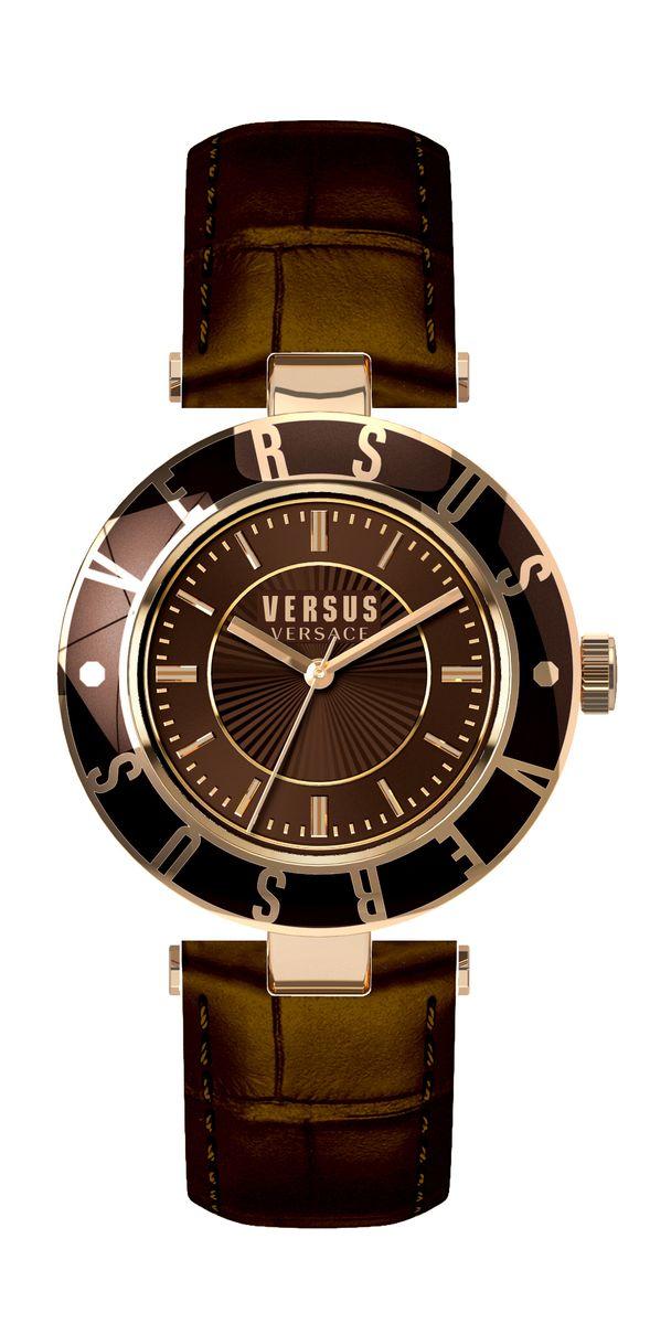 Часы женские наручные Versus Versace, цвет: коричневый. SP81SP8170015Оригинальные женские часы Versus Versace выполнены из нержавеющей стали, натуральной кожи и минерального стекла. Изделие дополнено символикой бренда и ремешком из натуральной кожи с тиснением под рептилию. Корпус часов выполнен из нержавеющей стали, дополнен минеральным стеклом и имеет степень влагозащиты равную 3 atm. Ремешок дополнен практичной пряжкой, которая позволит моментально снимать и одевать часы без лишних усилий. Часы поставляются в фирменной упаковке. Часы Versus Versace подчеркнут изящность женской руки и отменное чувство стиля у их обладательницы.