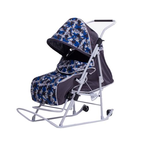 Санки-коляска Любава (Серый/Синий (Осколки; василек))СКЛССОвСкладные санки-коляска с плоскими полозьями, 5 положений спинки, увеличенное посадочное место, ремень безопасности, складывающийся козырек, смотровое окошко, чехол для ног.