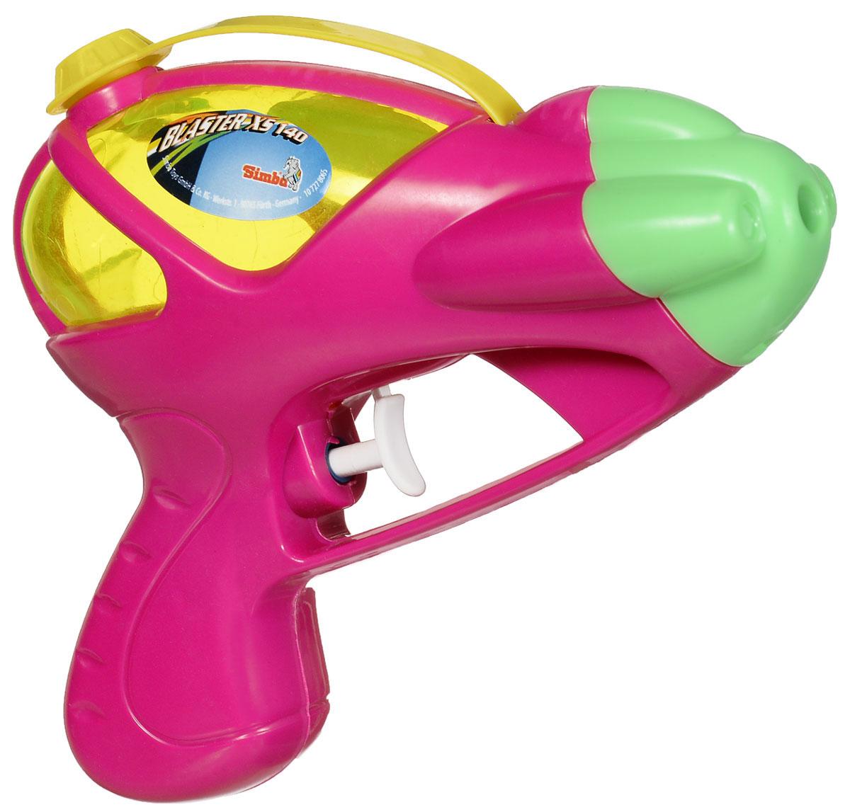 Simba Водный пистолет Blaster XS 140 цвет малиновый7278065_малиновыйВодный пистолет Simba Blaster XS 140 станет отличным развлечением для детей в жаркую летнюю погоду. Пистолет выделяется ярким дизайном и компактными формами. Игрушкой очень удобно пользоваться благодаря эргономичной рукоятке. Также большим плюсом является наличие вместительного резервуара для воды, который закрывается сверху на корпусе крышечкой. Заполните резервуар водой и начинайте стрелять! При нажатии на курок пистолет выстреливает струей воды. Такая игрушка не только порадует малыша, но и поможет ему совершенствовать мелкую и крупную моторику, а также координацию движений. С водным пистолетом ваш малыш сможет устроить настоящее водное сражение!
