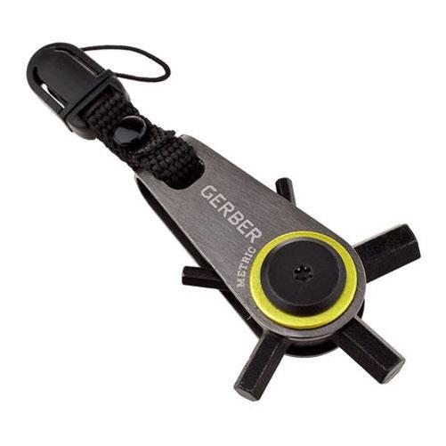 Мини-мультитул Gerber Essentials GDC Zip Hex блистер31-001740Легкий, удобный в использовании инструмент выживания на каждый день, который всегда под рукой! 5 ключей-шестигранников - 2,5 мм, 3мм, 4мм, 5мм, 6мм Крепление на бегунок молнии куртки, на ключи, на брелок, на подсумок, рюкзак и т.п. Быстроразъемная защелка для удобного крепления-снятия микротула Механизм фиксации выбранного ключа Ничтожно малый вес микротула - всего 45 грамм!