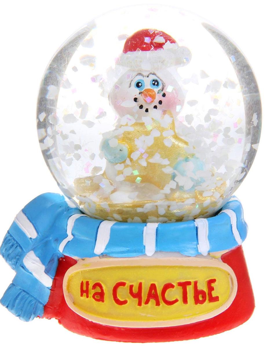 Новогодний водяной шар Sima-land На счастье. Снеговик, диаметр 4,5 см1073367Новогодний водяной шар Sima-land На счастье. Снеговик прекрасно подойдет для праздничного декора вашего дома. Изделие представляет собой прозрачную сферу с безопасной и нетоксичной жидкостью внутри. Шар помещен на подставку, выполненную из полистоуна и декорированную надписью На счастье. Шар оформлен фигуркой забавного снеговика. Если потрясти его, то маленькие снежинки и блестки придут в движение, создавая имитацию снегопада. Такой шар поможет вам украсить дом в преддверии Нового года, а также станет приятным подарком, который надолго сохранит память этого волшебного времени года.