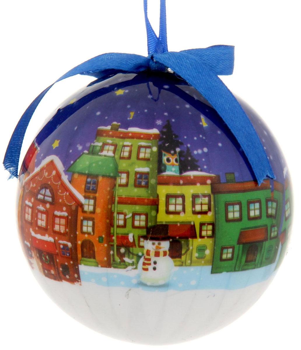 Новогоднее подвесное украшение Sima-land Домики, диаметр 10 см1099613Новогоднее подвесное украшение Sima-land Домики, выполненное из пенопласта и ПВХ, оформлено изображением города в Новогоднюю ночь. С помощью специальной текстильной петельки украшение можно повесить в любом понравившемся вам месте. Но, конечно, удачнее всего оно будет смотреться на праздничной елке. Елочная игрушка - символ Нового года. Она несет в себе волшебство и красоту праздника. Создайте в своем доме атмосферу веселья и радости, украшая новогоднюю елку нарядными игрушками, которые будут из года в год накапливать теплоту воспоминаний.