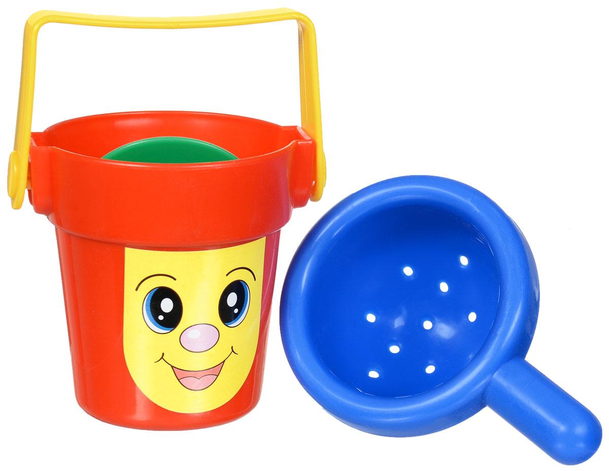 Simba Игрушка для ванной4013559_синий_синийИгрушка для ванной Simba непременно понравится вашему ребенку и превратит купание в веселую игру! Набор включает в себя веселое ведерко с ручкой, внутри - вращающееся колесико с лопастями и дуршлаг. Все элементы выполнены из безопасного для ребенка материала. Ребенку во время водных процедур нравится наблюдать, как течет вода, а этот игровой набор во время купания непременно повеселит и развлечет его. Малыш будет лить воду из дуршлага в ведро и наблюдать, как крутятся лопасти внутри. Игрушка для ванны Simba способствует развитию воображения, цветового восприятия, тактильных ощущений, мелкой моторики рук и координации движений.