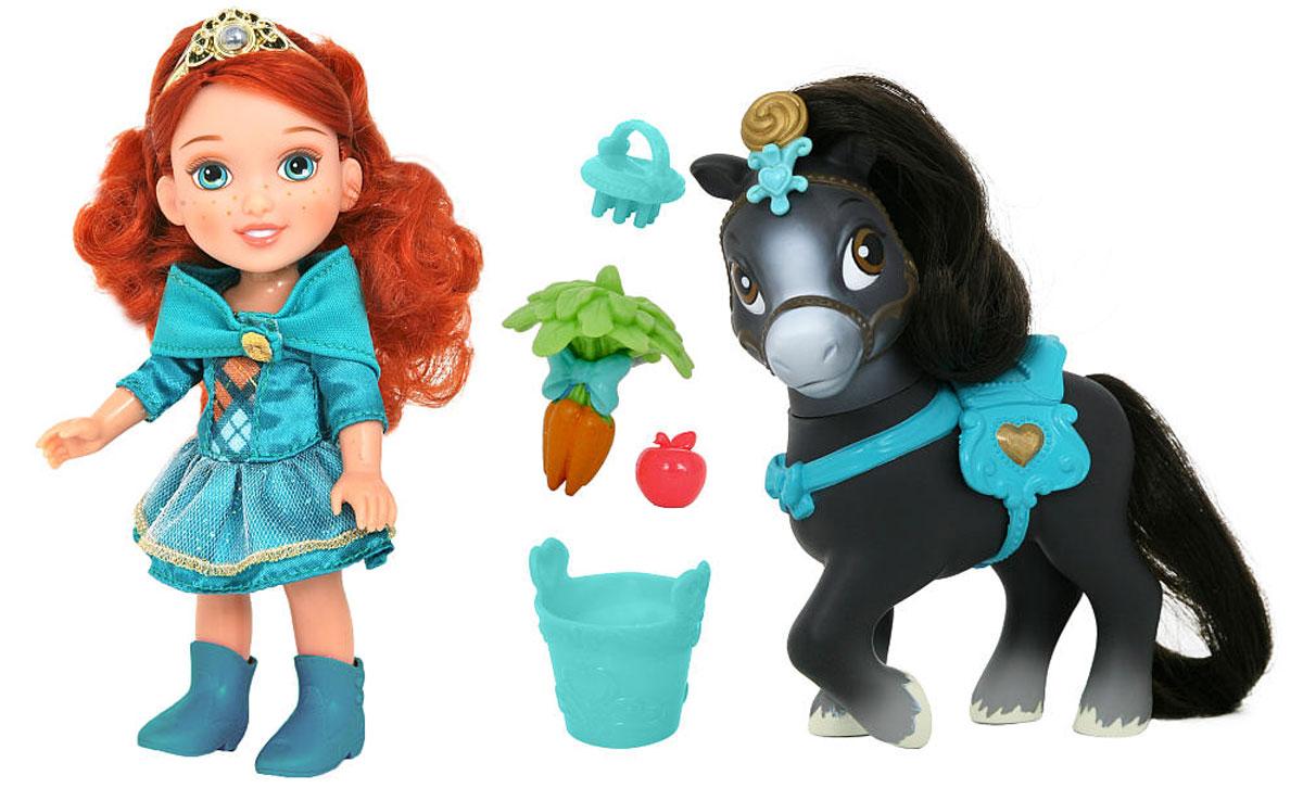 Disney Princess Игровой набор Мерида и пони755060_МеридаИгровой набор Disney Princess Мерида и пони состоит из очаровательной куклы Мериды и милой лошадки. Кукла имеет детские пропорции, она изображает принцессу Мериду из мультфильма Храбрая сердцем в ее совсем еще юном возрасте. Маленькая Мерида любит свою лошадку, ухаживает за ней. Поэтому в набор, помимо куклы и лошадки, входят аксессуары, с которыми можно устроить увлекательную игру, придумывая историю о том, как принцесса Мерида заботится о своей любимой пони. Волосы малышки Мериды насыщенного рыжего цвета, а пони обладает темной гривой и таким же хвостом. На головке куколки надета тиара принцессы. Пони тоже носит изысканное украшение и изящную уздечку. Расческой из набора можно расчесать хвост и гриву пони - маленькая щетка отлично помещается в ручку Мериды. Кукла одета в красивое платье зеленого цвета. Благодаря тому, что у пони на спинке есть седло, куклу можно сажать на лошадку верхом. После того, как принцесса вдоволь покатается, нужно будет обязательно...