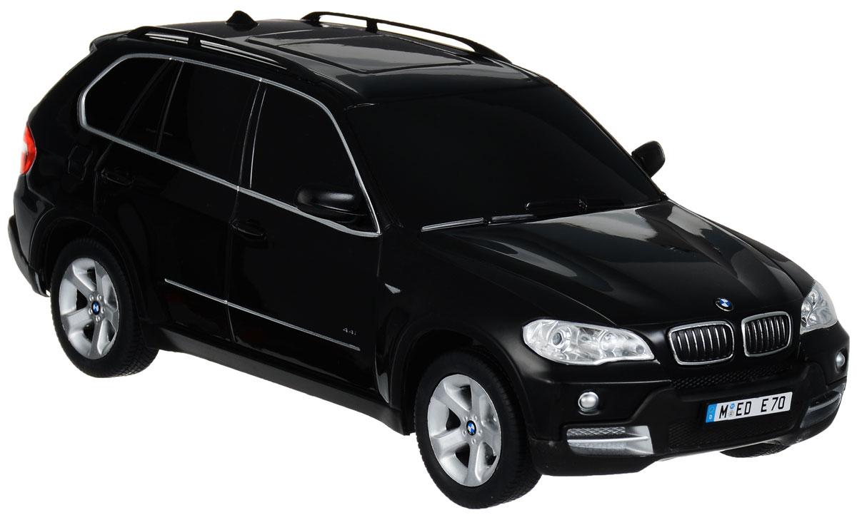Rastar Радиоуправляемая модель BMW X5 цвет черный масштаб 1:1823100r_черныйРадиоуправляемая модель Rastar BMW X5 станет отличным подарком любому мальчику! Все дети хотят иметь в наборе своих игрушек ослепительные, невероятные и крутые автомобили на радиоуправлении. Тем более, если это автомобиль известной марки с проработкой всех деталей, удивляющий приятным качеством и видом. Одной из таких моделей является автомобиль на радиоуправлении Rastar BMW X5. Это точная копия настоящего авто в масштабе 1:18. Авто обладает неповторимым провокационным стилем и спортивным характером. А серьезные габариты придают реалистичность в управлении. Автомобиль отличается потрясающей маневренностью, динамикой и покладистостью. Возможные движения: вперед, назад, вправо, влево, остановка. Имеются световые эффекты. Пульт управления работает на частоте 27 MHz. Для работы игрушки необходимы 4 батарейки типа АА (не входят в комплект). Для работы пульта управления необходима 1 батарейка 9V (6F22) (не входит в комплект).