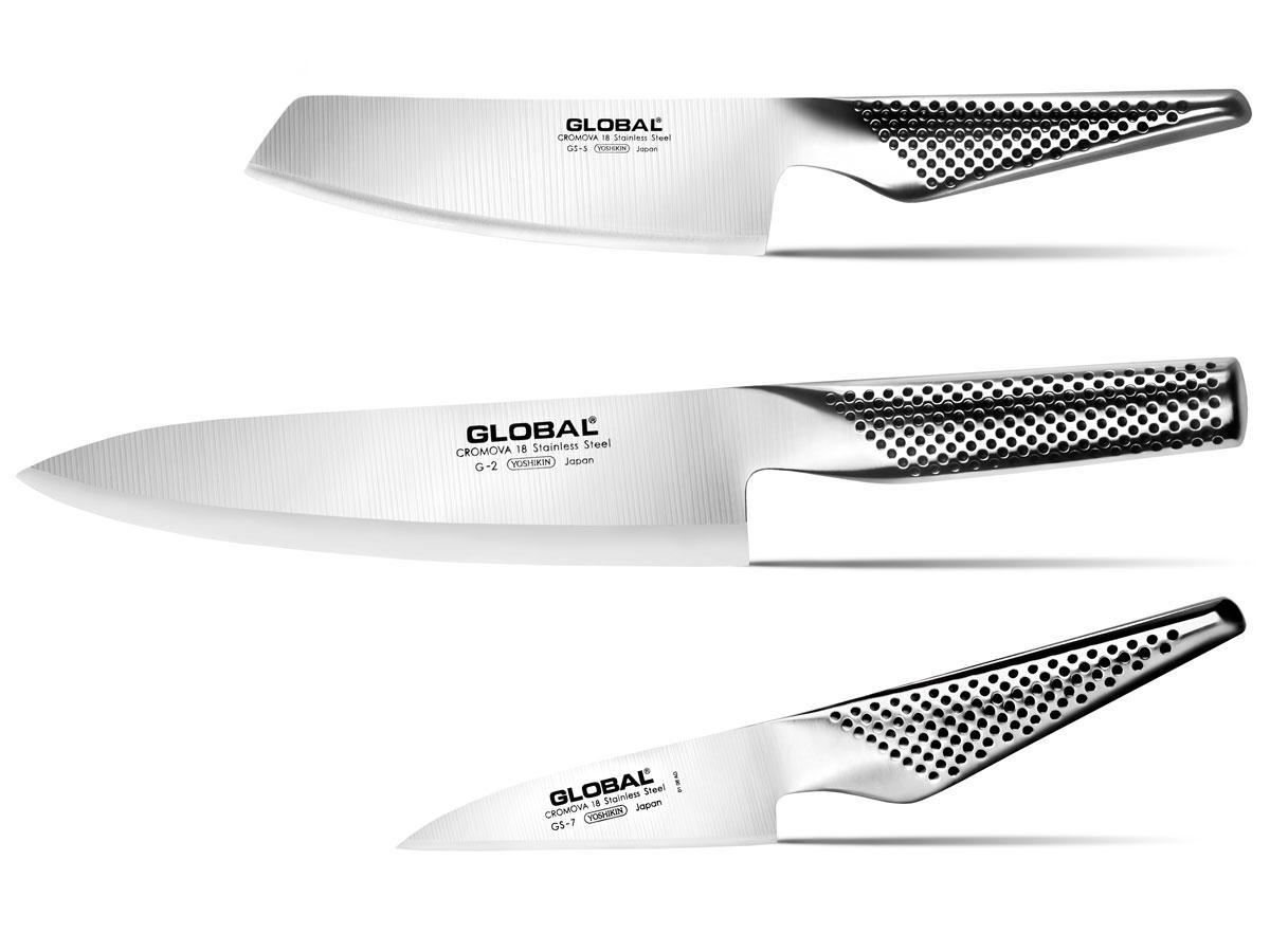 Набор ножей Global, 3 предмета. G-257G-257В набор входят следующие ножи: Нож кухонный Global, длина лезвия 20 см (артикул: G-2); Нож для овощей Global, длина лезвия 14 см (артикул: GS-5); Нож для овощей Global, длина лезвия 10 см (артикул: GS-7). Бренд Global выбор многих поваров со всего мира, ножи этого производителя известны своей универсальностью и исключительной ловкостью. Отличительной чертой японских ножей Global являются их рукоятки и уникальная бесшовная конструкция. Рукоятки и лезвия изготовлены из одного, цельного полотна нержавеющей стали, что делает ножи максимально гигиеничными и прочными. На них не скапливается грязь, и их очень легко мыть. Покрытие рукоятки специальными «ямочками-впадинами», обеспечивает удобный и надежный захват. Лезвие изготовлено из специального материала Cromova 18 Sanso, который состоит из трех слоев нержавеющей стали (центрального и двух боковых). Центральный слой режущей поверхности сделан из нержавеющей стали Cromova 18 (хром,...
