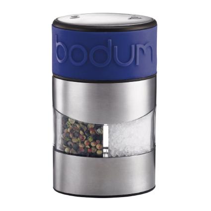 Мельница для перца и соли Bodum Twin, цвет: синийA11002-528-Y15Мельница для перца и соли Bodum Twin, выполненная из прозрачного стекла и нержавеющей стали, позволяет солить и перчить одновременно. В верхней части мельницы имеется цветная силиконовая вставка. Мельница легка в использовании: одним поворотом силиконовой части мельницы приспособление переключается с солонки на перечницу, и вы сможете поперчить или добавить соль по своему вкусу в любое блюдо. Прочный керамический механизм позволяет молоть практически без усилий. Благодаря прозрачной конструкции легко определить, когда соль или перец заканчиваются. Оригинальная мельница модного дизайна будет отлично смотреться на вашей кухне и станет незаменимым предметом при приготовлении пищи. Мельниц уже содержит внутри соль и перец. Размер мельницы: 6,5 см х 6,5 см х 11 см.