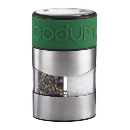 Мельница для перца и соли Bodum Twin, цвет: зеленыйA11002-825-Y15Мельница для перца и соли Bodum Twin, выполненная из прозрачного стекла и нержавеющей стали, позволяет солить и перчить одновременно. В верхней части мельницы имеется цветная силиконовая вставка. Мельница легка в использовании: одним поворотом силиконовой части мельницы приспособление переключается с солонки на перечницу, и вы сможете поперчить или добавить соль по своему вкусу в любое блюдо. Прочный керамический механизм позволяет молоть практически без усилий. Благодаря прозрачной конструкции легко определить, когда соль или перец заканчиваются. Оригинальная мельница модного дизайна будет отлично смотреться на вашей кухне и станет незаменимым предметом при приготовлении пищи. Мельниц уже содержит внутри соль и перец. Размер мельницы: 6,5 см х 6,5 см х 11 см.