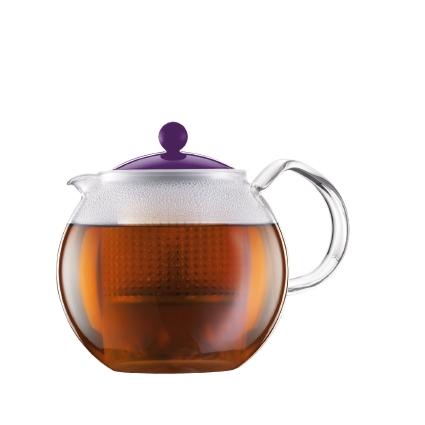Чайник заварочный Bodum Assam, с фильтром, цвет: фиолетовый, 1 лA1830-914-Y15Заварочный чайник Bodum Assam изготовлен из высококачественного стекла, пластика и нержавеющей стали. Изделие оснащено фильтром, благодаря которому задерживает чаинки и предотвращает попадание их в чашку. Прозрачный корпус обеспечивает легкую очистку. Чайник поможет заварить крепкий ароматный чай и великолепно украсит стол к чаепитию. Можно мыть в посудомоечной машине.