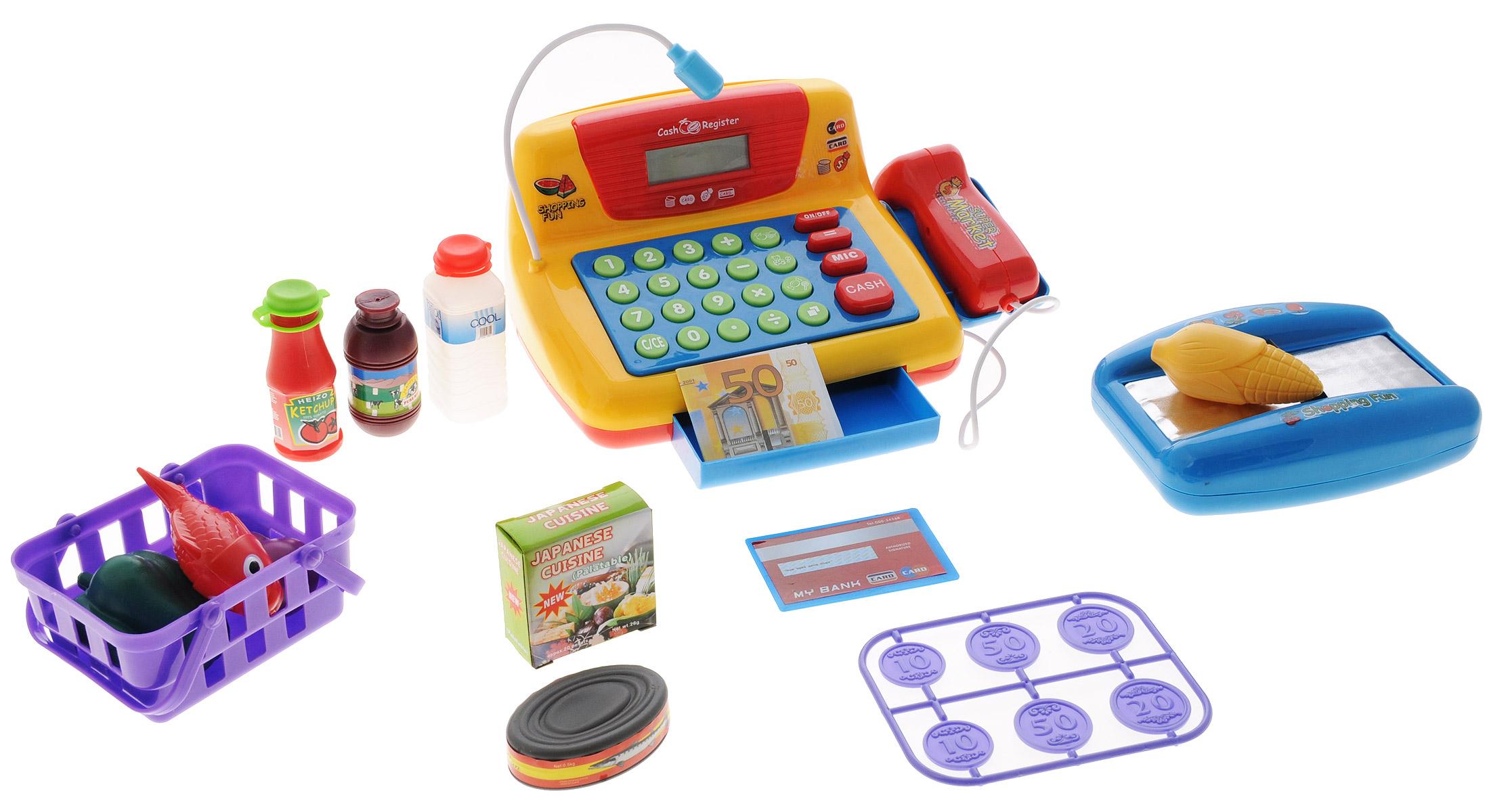 ABtoys Игровой набор Помогаю маме Вместе за покупками цвет желтый красный синийPT-00067_желтый, красный, синийИгровой набор AB toys Помогаю маме. Вместе за покупками со световыми и звуковыми эффектами позволит малышу напрямую соприкоснуться с миром торгово-потребительских отношений. Набор включает в себя кассовый аппарат с микрофоном, корзинку с продуктами питания (рыбой, кукурузой, перцем, баклажаном, коробочкой специй и банкой рыбных консервов), бутылки кетчупа, молока и воды, кредитную карту, бумажные деньги и монетки. Уникальный кассовый аппарат совсем как настоящий: он оснащен сканером штрих-кодов товара и лентой, по которой едут продукты, терминалом для работы с кредитной картой, кнопками с цифрами, отсеком для хранения денег. Также этот кассовый аппарат можно использовать в качестве калькулятора. С помощью этого набора ваш ребенок сможет научиться считать, правильно вести себя в магазине и делать покупки. Порадуйте его таким замечательным подарком! Необходимо докупить 3 батарейки напряжением 1,5V типа АА (не входят в комплект).
