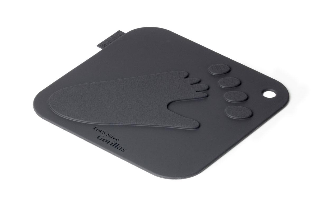 Подставка под горячее SiliconeZone Gorilla, цвет: темно-серый, 18 см х 18 смSZ11-KA-11770-AAПодставка под горячее SiliconeZone Gorilla предназначена для защиты кухонных поверхностей от горячей посуды. Выполнена из высококачественного силикона. Подставка подойдет для любых кастрюль, тарелок, сковородок и форм для выпечки. Изделие оснащено отверстием для подвешивания. Печать в виде следа гориллы напоминает нам о необходимости защиты исчезающих видов. Силиконы нашли широкое применение в медицине и в домашнем хозяйстве, обладают рядом уникальных качеств, отсутствующих у других известных материалов: сохранение свойств при экстремальных и быстроменяющихся температурах или повышенной влажности, эластичность, долговечность, экологичность. Силикон не токсичен и может выдерживать экстремально высокую температуру.