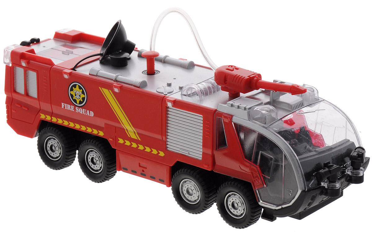 Big Motors Игрушка Пожарная машина с брандспойтомSY733Пожарная машина со звуковыми и световыми эффектами привлечет внимание вашего малыша и не позволит ему скучать. При нажатии на кнопку на крыше слышны звуки настоящей пожарной машины. У модели вращается брандспойт, двигается с механизмом удар-разворот, брызгается водой с помощью ручного насоса. Реалистичная модель машинки для детей дополнит автопарк вашего малыша, подойдет для игр дома и на природе. Для работы необходимо 3 батарейки типа АА (в комплект не входят).
