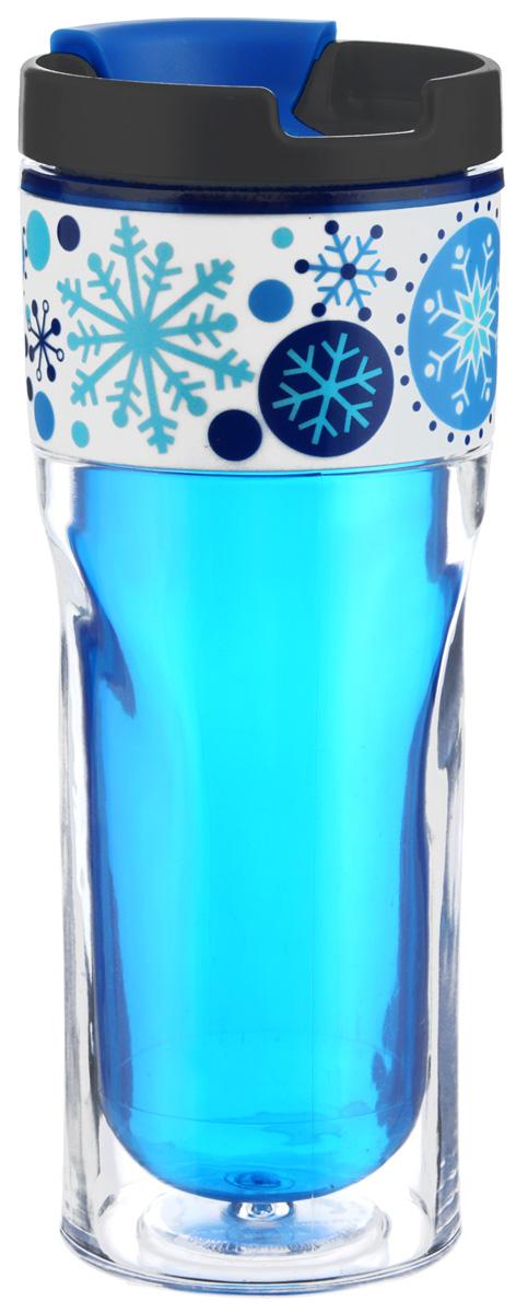 Термокружка Cool Gear Зимняя сказка, с двойными стенками, цвет: синий, черный, 420 мл1463_синийТермокружка Cool Gear Зимняя сказка выполнена из пластика и оформлена оригинальным рисунком. Изделие имеет двойные стенки, которые не дают рукам обжечься, при этом надолго сохраняя первоначальную температуру жидкости. Термокружка оснащена крышкой с клапаном для предотвращения проливания жидкости. Дно имеет размер автомобильного подстаканника. Термокружка Cool Gear Зимняя сказка позволит вам в любой момент насладиться любимым напитком. Высота (без учета крышки): 19 см. Диаметр дна: 7 см. Диаметр по верхнему краю: 8 см.