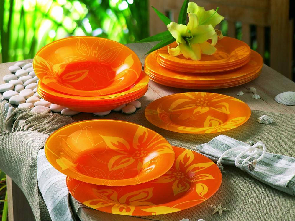 Набор столовый Luminarc Lily Flower, 19 предметовG2291Столовый набор Luminarc Lily Flower состоит из 6 суповых тарелок, 6 обеденных тарелок, 6 десертных тарелок и салатника. Изделия выполнены из ударопрочного стекла, имеют яркий дизайн с красивым цветочным рисунком и классическую круглую форму. Посуда отличается прочностью, гигиеничностью и долгим сроком службы, она устойчива к появлению царапин и резким перепадам температур. Такой набор прекрасно подойдет как для повседневного использования, так и для праздников или особенных случаев. Столовый набор Luminarc - это не только яркий и полезный подарок для родных и близких, это также великолепное дизайнерское решение для вашей кухни или столовой. Изделия можно мыть в посудомоечной машине и использовать в СВЧ-печи. Диаметр суповой тарелки: 21,5 см. Диаметр обеденной тарелки: 25 см. Диаметр десертной тарелки: 19,5 см. Диаметр салатника: 27 см. Высота стенки салатника: 8 см.