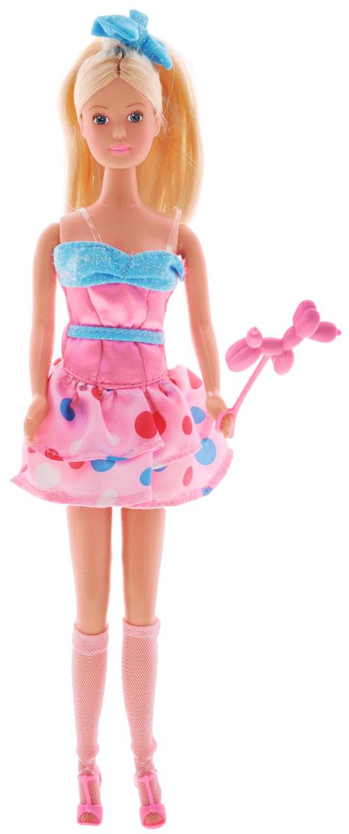 Simba Кукла Штеффи на дне рождения цвет платья розовый голубой5735995_розовый, голубой_розовый, голубойКукла Simba Штеффи на вечеринке в честь дня рождения надолго займет внимание вашей малышки и подарит ей множество счастливых мгновений. Кукла изготовлена из пластика, ее голова, ручки и ножки подвижны, что позволяет придавать ей разнообразные позы. В комплект входит аксессуар в виде собачки из воздушного шарика. Куколка одета в розово-голубое платье, юбка которого оформлена принтом в виде кружочков, а на ногах у нее - розовые босоножки и гольфы. Чудесные длинные волосы куклы так весело расчесывать и создавать из них всевозможные прически, плести косички, хвостики. Благодаря играм с куклой, ваша малышка сможет развить фантазию и любознательность, овладеть навыками общения и научиться ответственности, а дополнительные аксессуары сделают игру еще увлекательнее. Порадуйте свою принцессу таким прекрасным подарком!