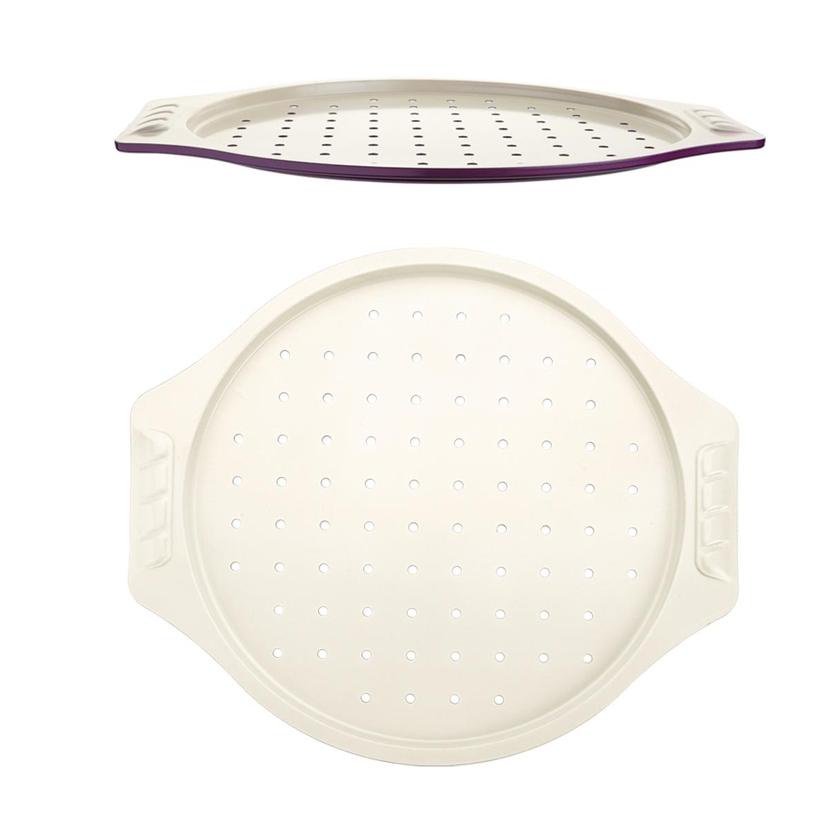 Противень для пиццы Augustin Welz, с керамическим покрытием, 38,5 х 34 смAW-2153Противень для пиццы Augustin Welz, изготовленный из углеродистой стали, поможет вам достигнуть профессиональных кулинарных результатов в домашних условиях. Износостойкая углеродистая сталь обеспечивает равномерный нагрев формы и предотвращает деформацию. Экологичное керамическое антипригарное покрытие без содержания политетрафторэтилена и перфтороктановой кислоты гарантирует мгновенное снятие приготовленного блюда с противня и его легкую очистку. Благодаря эргономичному дизайну ручек его удобно держать даже в прихватках. Высокое качество и стильный дизайн сделают этот противень изюминкой любой кухни. С ним процесс приготовления даже самого изысканного блюда станет простым и быстрым. Размер противня: 38,5 см х 34 см. Высота стенки: 1,3 см. Толщина стенки: 8 мм.