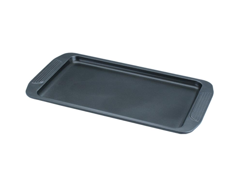 Форма для выпечки Dekok, с антипригарным покрытием, цвет: черный, 40 х 26 х 1,5 смBW-104Форма Dekok будет отличным выбором для всех любителей домашней выпечки. Особое высокотехнологичное антипригарное покрытие обеспечивает моментальное снятие выпечки с противня, его легкую очистку после использования. В форме используется углеродистая сталь 0,8 мм с антипригарным покрытием, которая производится без использования перфлюоро-октановой кислоты. Форма выдерживает температуру от 230°C - 450°C. Подходит для использования в духовке. Можно мыть в посудомоечной машине, не рекомендовано использование абразивных чистящих средств. Использовать только пластиковые, деревянные или силиконовые аксессуары. Для смазывания и присыпки противня следуйте рецепту или инструкции на упаковке полуфабрикатов. Не рекомендуется использовать кулинарные спреи. С такой формой вы всегда сможете порадовать своих близких оригинальной выпечкой.