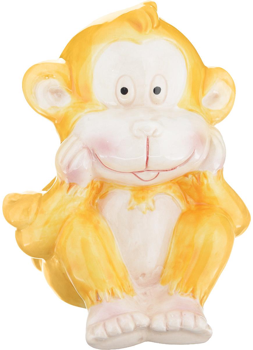 Фигурка декоративная Sima-land Обезьянка Морган, цвет: желтый, высота 11 см1056096_желтыйДекоративная фигурка Sima-land Обезьянка Морган выполнена из высококачественной глазурованной керамики. В год Обезьяны такой символ будет как раз актуален, стоит расположить его на самой видной полочке, чтобы он привлекал внимание. Ведь эти животные очень любят, когда им уделяют больше времени, играют и разговаривают с ними. Они непоседливы и артистичны, поэтому год предвещает быть активным и продуктивным. Пусть этот замечательный сувенир способствует свершению ваших самых грандиозных планов. Оригинальный дизайн и красочное исполнение создадут праздничное настроение. Кроме того, это отличный вариант подарка для ваших близких и друзей.