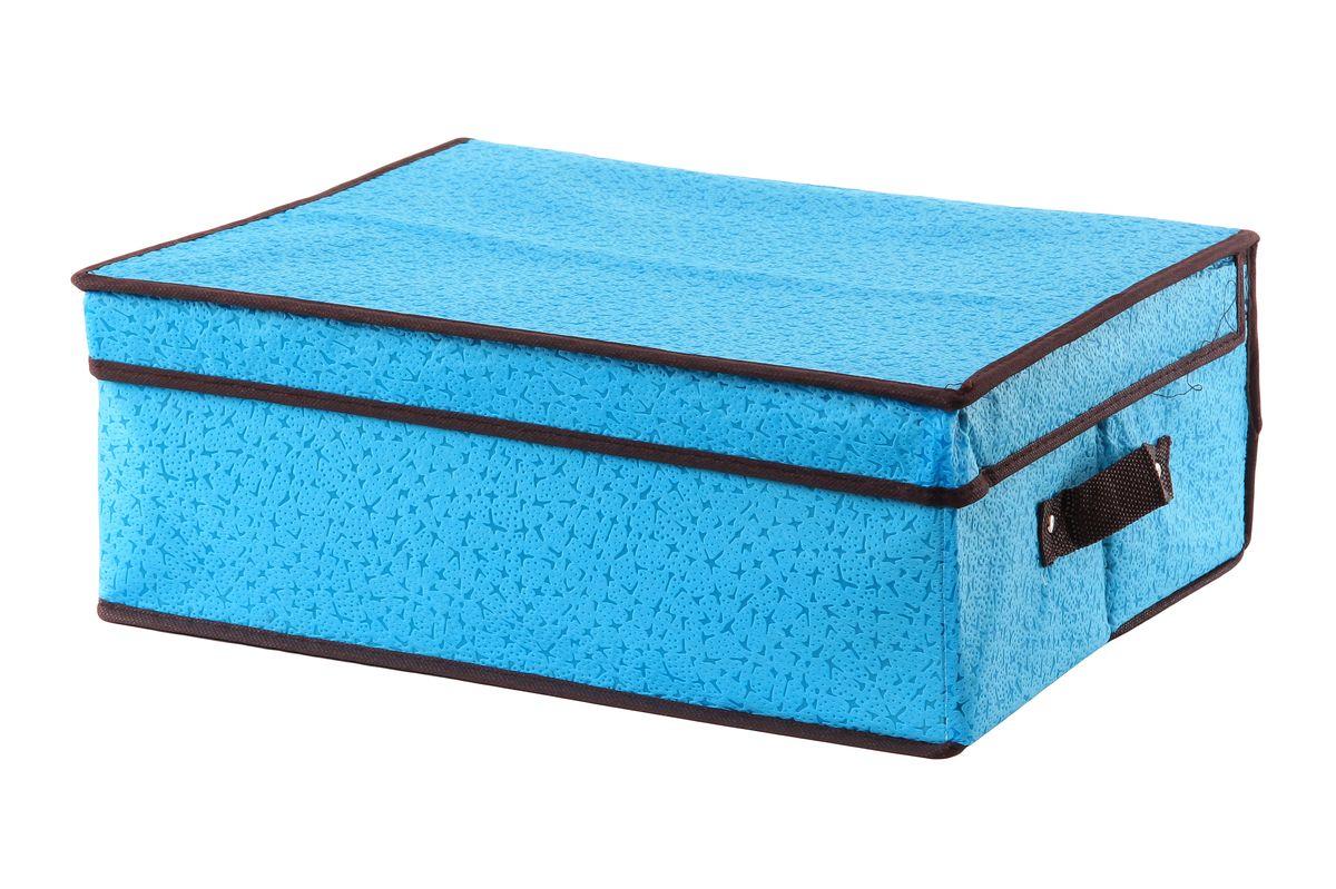 Кофр для хранения El Casa Звезды, складной, цвет: голубой, 40 см x 33 см x 16 см370045Складной кофр El Casa Звезды изготовлен из высококачественного нетканого материала, который обеспечивает естественную вентиляцию, позволяя воздуху проникать внутрь, но не пропускает пыль. Вставки из плотного картона хорошо держат форму. Для удобства в обращении изделие оснащено ручками. В сложенном виде изделие занимает минимум места, его легко хранить и перевозить. В таком кофре удобно хранить всевозможные предметы: одежду, белье, книги, игрушки, рукоделие, диски. Яркий дизайн привнесет в ваш интерьер неповторимый шарм. Размер кофра (в собранном виде): 40 см х 33 см х 16 см.