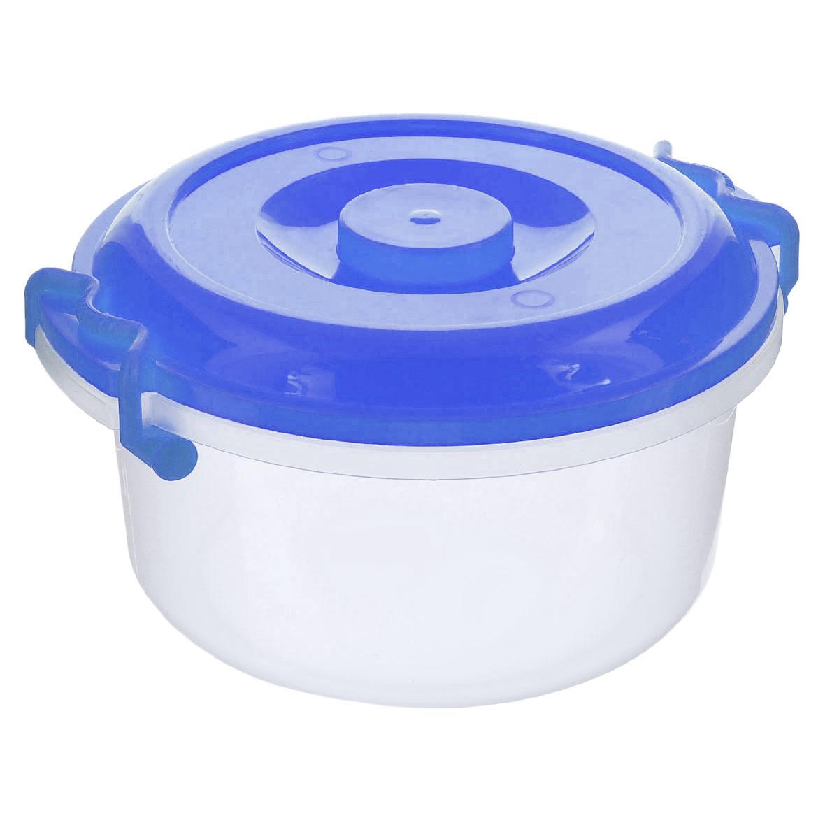 Контейнер Альтернатива, цвет: прозрачный, синий, 5 лМ097Контейнер Альтернатива изготовлен из высококачественного пищевого пластика. Изделие оснащено крышкой и ручками, которые плотно закрывают контейнер. Также на крышке имеется ручка для удобной переноски. Емкость предназначена для хранения различных бытовых вещей и продуктов. Такой контейнер очень функционален и всегда пригодится на кухне. Диаметр контейнера (по верхнему краю): 25 см. Высота стенок: 13,5 см. Объем: 5 л.