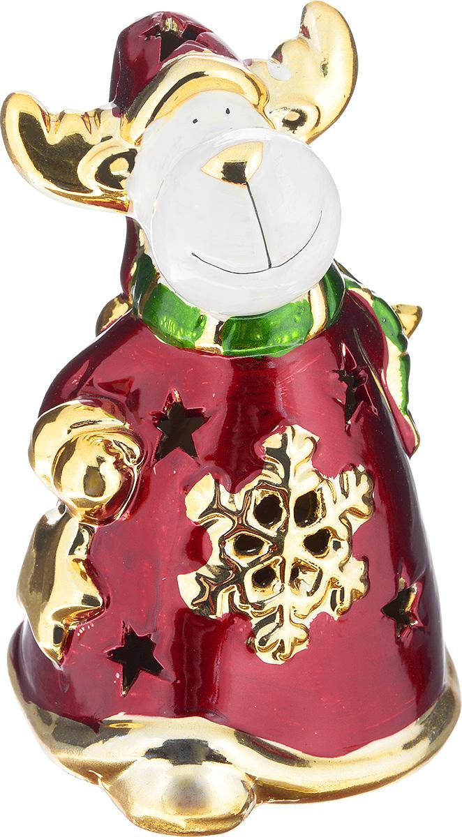 Новогодняя декоративная фигурка Феникс-Презент Лось, высота 15 см22552Новогодняя декоративная фигурка Феникс-Презент Лось выполнена из керамики в виде забавного лося в шубе, шарфе и шапке. Такая оригинальная фигурка оформит интерьер вашего дома или офиса в преддверии Нового года. Оригинальный дизайн и красочное исполнение создадут праздничное настроение. Кроме того, это отличный вариант подарка для ваших близких и друзей.