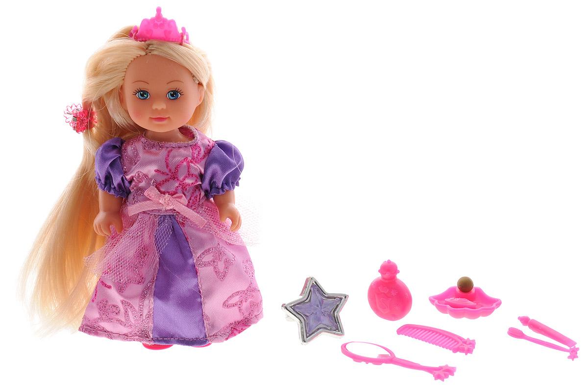 Simba Мини-кукла Еви Rapunzel цвет платья сиреневый5737057_сиреневыйМини-кукла Еви Rapunzel порадует любую девочку и надолго увлечет ее. Малышка Еви одета в длинное блестящее платье, а на голове у нее розовая диадема. Вашей дочурке непременно понравится заплетать длинные белокурые волосы куклы, придумывая разнообразные прически. В комплекте с куклой прилагаются аксессуары: расческа, зеркальце, заколка и другие. Также в наборе имеется кольцо для вашей дочурки. Руки и ноги и куклы подвижны, благодаря чему ей можно придавать разнообразные позы. Игры с куклой способствуют эмоциональному развитию, помогают формировать воображение и художественный вкус, а также разовьют в вашей малышке чувство ответственности и заботы. Великолепное качество исполнения делают эту куколку чудесным подарком к любому празднику.