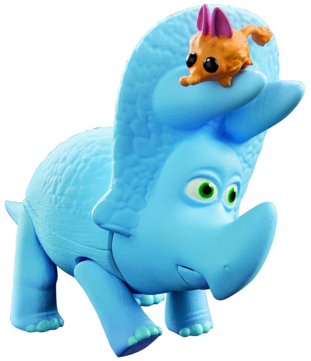Хороший динозавр Фигурка Юный Сэм62005Фигурка Хороший динозавр Юный Сэм порадует юных любителей мультипликационного фильма Хороший динозавр. Мультфильм описывает увлекательные приключения апатозавра Арло, который отправился спасать мир! Сэм - милый динозаврик голубого цвета. У него несколько точек артикуляции: двигаются ноги и хвост, открывается пасть. Динозавр прекрасно детализирован и приближен к своему персонажу в мультике, что, несомненно, делает игру с такой игрушкой наиболее интересной и увлекательной. В комплекте с трицератопсом вы найдете фигурку грызуна. Ваш ребенок часами будет играть с такой игрушкой, придумывая различные истории. Порадуйте его таким замечательным подарком!