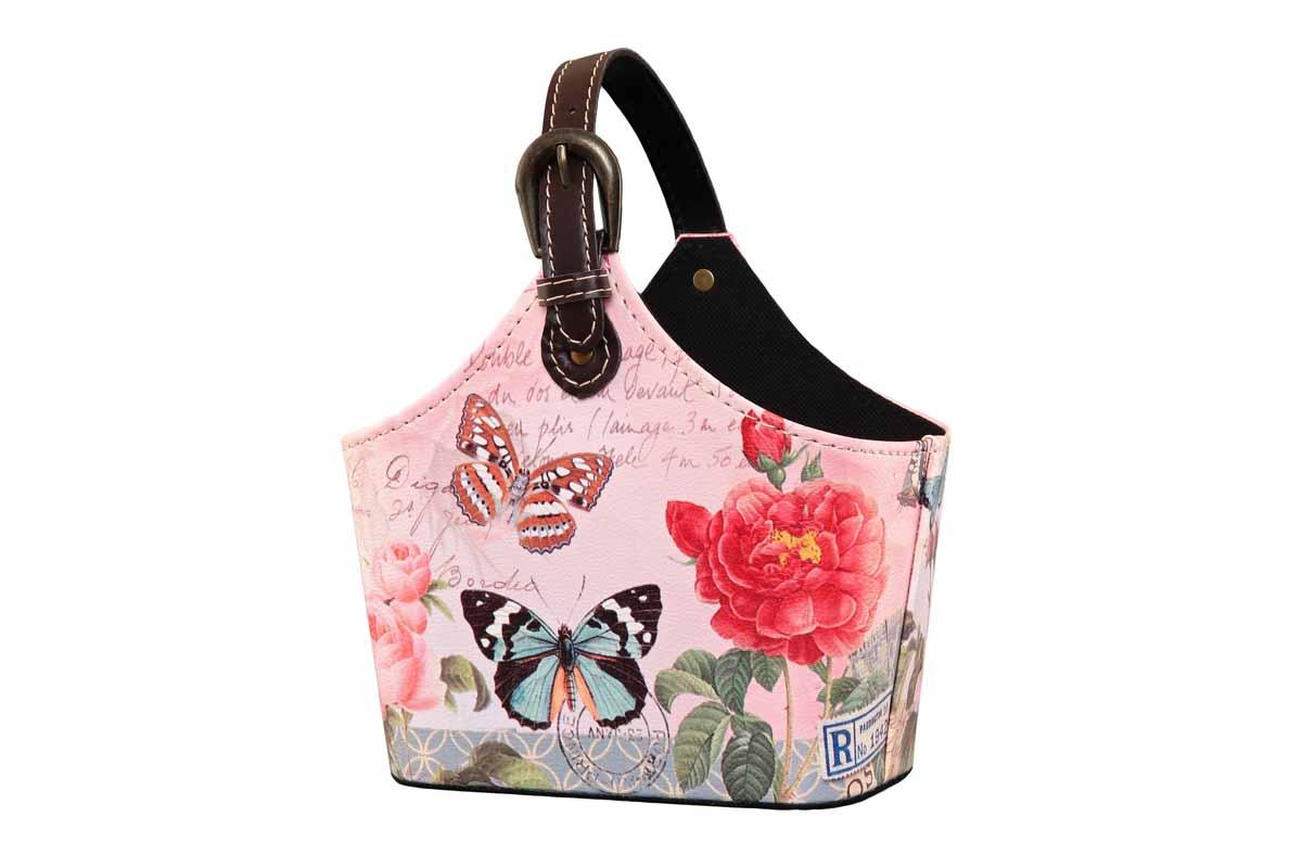 Сумка для хранения El Casa Лето, 22 х 12 х 19 см171247Интерьерная сумка El Casa Лето, выполненная из МДФ, искусственной кожи и текстиля, понравится всем ценителям оригинальных вещей. Благодаря регулируемой длине ручки, прекрасному дизайну и необычной форме, такая сумка будет отлично смотреться в вашей гостиной или коридоре. В ней можно хранить всевозможные мелочи: расчески, заколки, журналы или газеты. Сумка El Casa Лето станет отличным подарком для ваших друзей и близких. Размер сумки (без учета ручки): 22 см х 12 см х 19 см.