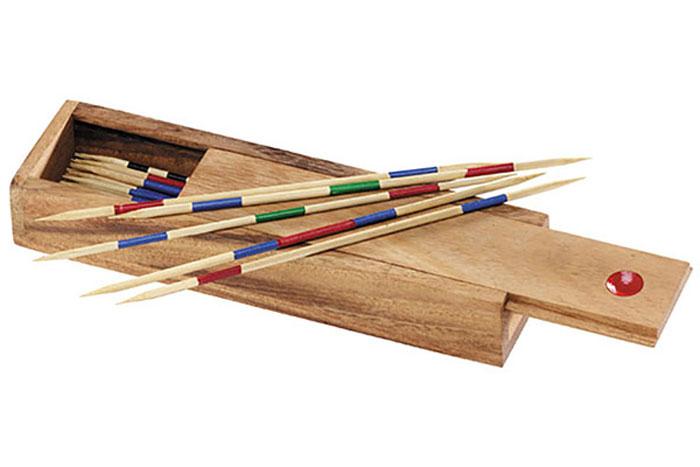 Dilemma Головоломка МикадоIQ603Головоломка Dilemma Микадо, выполненная из дерева, станет отличным подарком всем любителям головоломок! Игра для двух или более игроков. Поднимите пучок палочек вертикально над столом и отпустите их. Каждый игрок должен поочередно поднимать палочки так, чтобы не шевелились другие, лежащие рядом или внизу. Разные палочки приносят разное количество очков. Побеждает игрок, набравший больше всех очков. Головоломка Dilemma Микадо стимулирует логику, пространственное мышление и мелкую моторику рук.