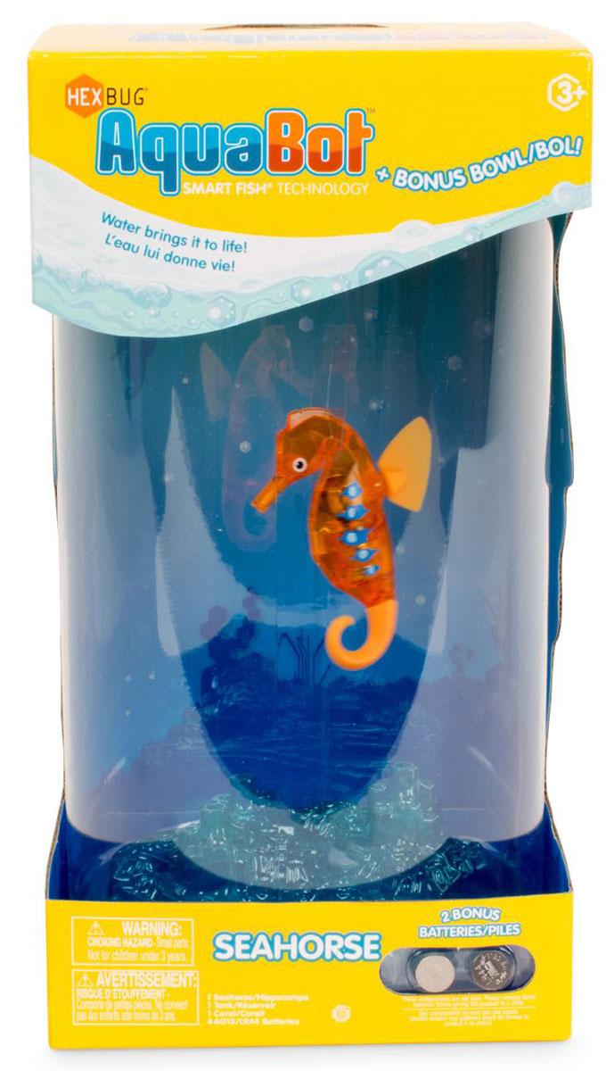 Hexbug Игровой набор Морской конек с большим аквариумом цвет оранжевый460-4226Набор Aqua Bot Морской конек с аквариумом это микроробот «Aquabot Морской конек» и пластиковый аквариум для него. Микро-робот Морской конек является новинкой в линейке Aquabot. Он плавает в толще воды, время от времени погружается глубже и всплывает к поверхности, светится встроенным светодиодом. Через пять минут засыпает и уходит в энергосберегающий режим, для продолжения игры нужно постучать по аквариуму или вынуть игрушку из воды и погрузить снова.