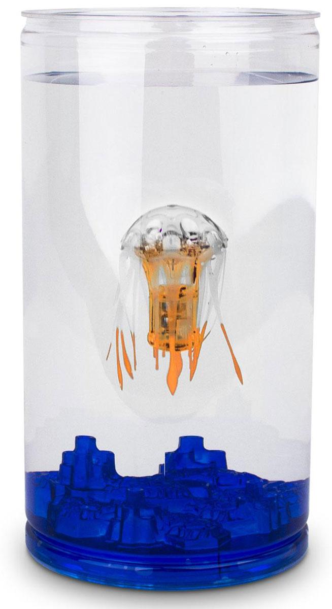 Hexbug Игровой набор Медуза с аквариумом цвет оранжевый460-4227_4Hexbug Jellyfish with Tank (Медуза с Аквариумом) - набор, который включает в себя небольшой круглый аквариум и одну Медузу. Комплектация может различаться и включать в себя Медузы разного цвета. Опустите Медузу в аквариум с водой и она начнет плавать. После 5 минут непрерывного плавания Медуза уснет. Для продолжения игры просто постучите по стенке аквариума.