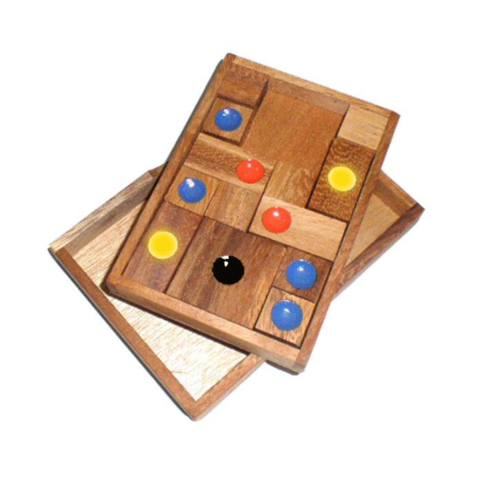 Dilemma Головоломка В квадратеIQ341Головоломка Dilemma В квадрате, выполненная из дерева, станет отличным подарком всем любителям головоломок! Цель игры - сдвинуть большой квадратный блок из середины к краю подставки, в углубление верхней части. Блоки нельзя вынимать из подставки или переворачивать. Другая часть игры - достичь того же результата за ограниченное количество ходов. Слишком сложно? Воспользуйтесь предложенным решением в качестве подсказки. Головоломка Dilemma В квадрате стимулирует логику, пространственное мышление и мелкую моторику рук.
