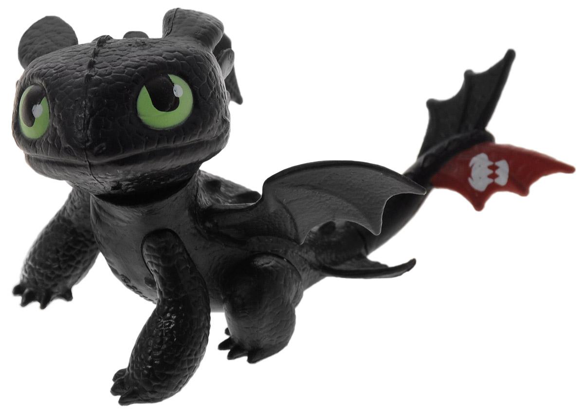 Dragons Фигурка Toothless сидящий66551_20067815Фигурка Dragons Toothless непременно придется по душе вашему ребенку. Игрушка выполнена в виде дракона Toothless из популярного мультфильма. Дракон сидит, подняв кверху мордочку. Небольшой размер фигурки позволит малышу всюду носить любимую игрушку с собой. Благодаря фигурке Dragons Toothless ваш ребенок с удовольствием будет проигрывать любимые сцены из мультфильма или придумывать свои истории!