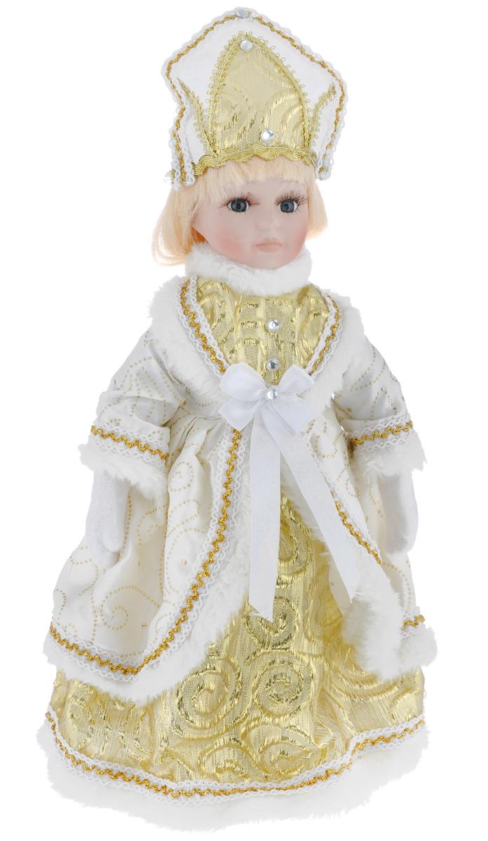 Новогодняя декоративная фигурка Феникс-презент Снегурочка, на подставке, высота 30 см. 3908739087Великолепная кукла Феникс-презент Снегурочка, выполненная из высококачественной керамики, займет достойное место в вашей коллекции. Туловище куклы мягконабивное. Лицо с трогательным взглядом обрамлено пышными ресницами, а светлые волосы заплетены в длинную косу. Кукла максимально приближена к живому прототипу - юной леди с румянцем на щеках. Снегурочка наряжена в роскошную шубку белого цвета, украшенную тесьмой, изящными узорами и стразами. Кукла одета в белые панталоны. На ногах - бежевые башмачки из искусственной кожи. На голове - кокошник, декорированный стразами и тесьмой. Кукла установлена на подставку, благодаря которой вы можете поместить ее в любом понравившемся вам месте. Такая фигурка станет чудесным подарком на Новый год.