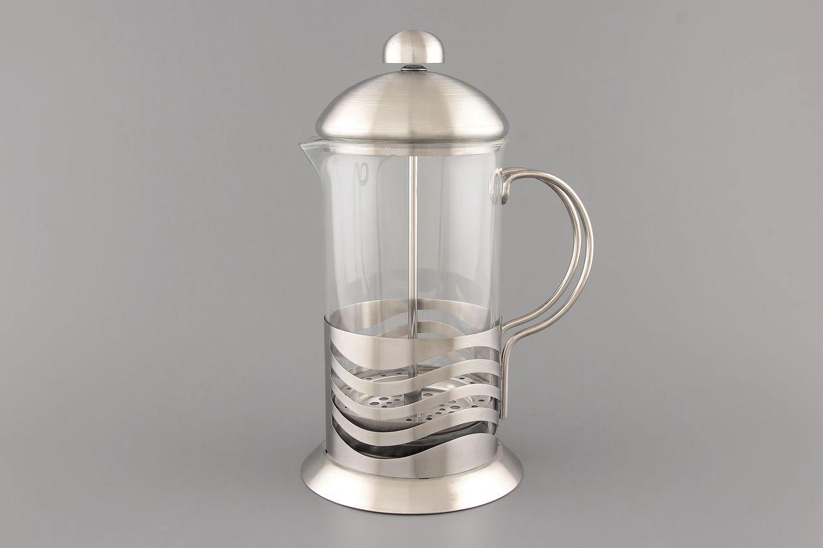 Френч-пресс Elan Gallery, 600 мл. 570002570002Френч-пресс Elan Gallery используется для заваривания крупнолистового чая, кофе среднего помола, травяных сборов. Изготовлен из высококачественной нержавеющей стали и термостойкого стекла, выдерживающего высокую температуру, что придает ему надежность и долговечность. Можно мыть в посудомоечной машине. Объем: 600 мл. Высота с учетом крышки: 21 см. Диаметр колбы: 9 см. Диаметр основания: 11 см.