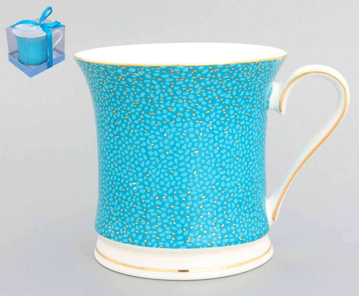 Кружка Elan Gallery Золотая россыпь, цвет: морская волна, 375 мл730454Кружка Elan Gallery Золотая россыпь в подарочной упаковке станет прекрасным подарком и послужит верой и правдой в повседневной жизни. Изделие имеет подарочную упаковку, поэтому станет желанным подарком для ваших близких! Объем: 375 мл.