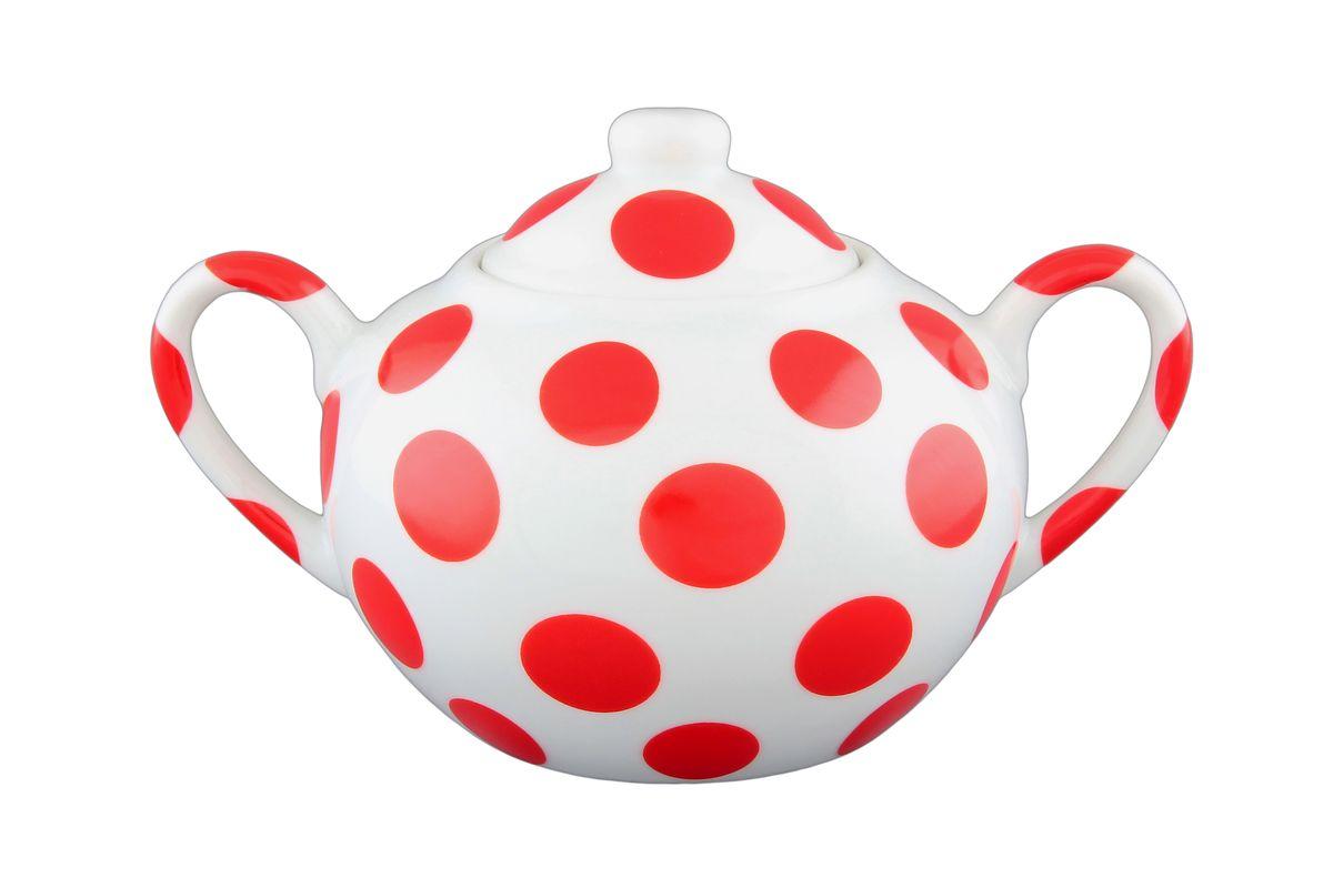 Сахарница Elan Gallery Горох, с крышкой, цвет: белый, красный, 400 мл780542Сахарница Elan Gallery Горох с крышкой изготовлена из фарфора, украшена ярким рисунком в виде красных горошин. Сахарница универсальна, подойдет как для меда и варенья, так и для специй. Диаметр сахарницы (по верхнему краю): 6 см. Диаметр основания: 6,5 см. Ширина сахарницы с учетом ручек: 15,5 см. Высота сахарницы (без учета крышки): 7,5 см. Высота сахарницы (с учетом крышки): 10 см. Объем сахарницы: 400 мл.