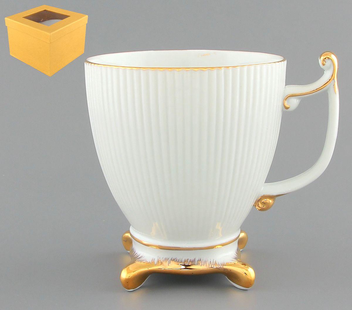 Кружка Elan Gallery Царская, 300 мл801117Изящная кружка Elan Gallery Царская, изготовленная из высококачественной керамики, подойдет для любителей чая, кофе и других напитков. Кружка с отделкой золотистого цвета имеет оригинальную ножку. Изделие упаковано в подарочную коробку. Не использовать в микроволновой печи. Объем кружки: 300 мл. Диаметр кружки (по верхнему краю): 9 см. Высота кружки: 10 см.