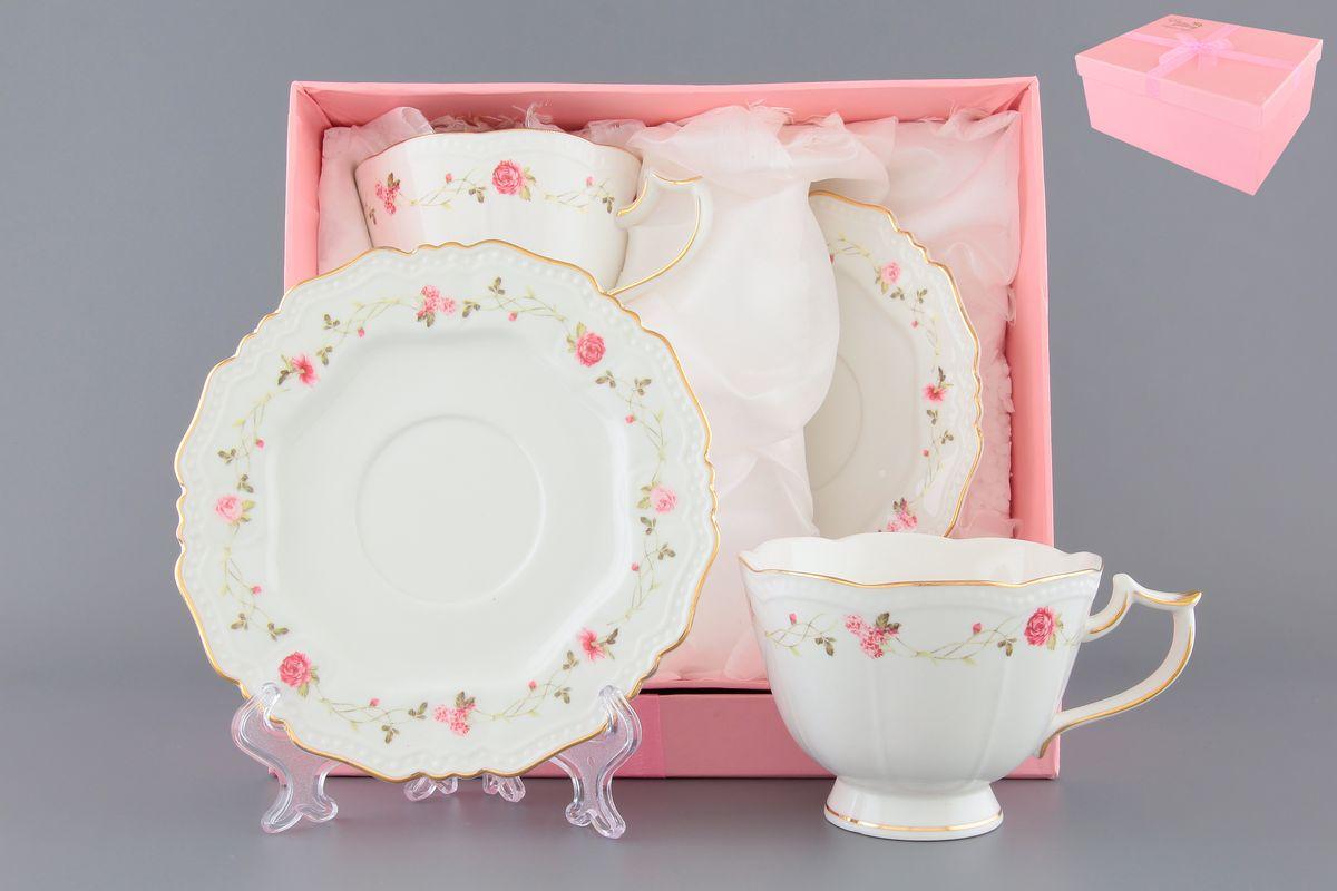 Чайная пара Elan Gallery Нежные розы, 4 предмета801142Чайный набор с нежнейшим цветочным узором на 2 персоны украсит Ваше чаепитие. В комплекте 2 чашки на ножке объемом 275 мл, 2 блюдца. Изделие имеет подарочную упаковку, поэтому станет желанным подарком для Ваших близких!
