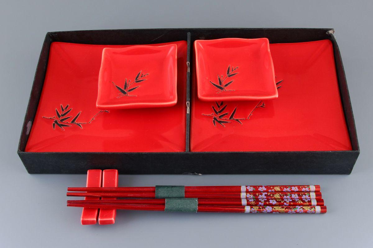 Набор для суши Elan Gallery Бамбук, цвет: красный, бордовый, 8 предметов940054Набор для суши Elan Gallery Бамбук, выполненный из керамики, идеален в качестве подарка любителям восточной кухни. В комплекте два блюда для суши, два блюда для соуса или имбиря, две подставки для палочек, два набора палочек. Данный набор идеально подойдет для грамотной и красивой сервировки стола. Размер блюда для суши: 16 см х 16 см х 2 см. Размер блюда для соуса: 8 см х 8 см х 2 см. Длина палочек: 24 см. Размер подставки для палочек: 5,5 см х 1,5 см х 2 см.