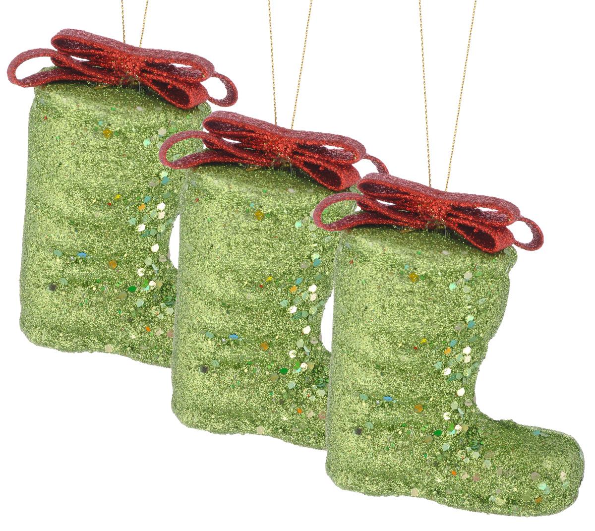 Набор елочных украшений EuroHouse Сапожок, цвет: зеленый, красный, 8 см, 3 штЕХ7438_зелёное золотоНабор новогодних елочных украшений EuroHouse Сапожок прекрасно подойдет для праздничного декора новогодней ели. Набор состоит из 3 пластиковых украшений в виде сапожков, оформленных блестками и бантиками. Для удобного размещения на елке для каждого украшения предусмотрена текстильная петелька. Елочная игрушка - символ Нового года. Она несет в себе волшебство и красоту праздника. Создайте в своем доме атмосферу веселья и радости, украшая новогоднюю елку нарядными игрушками, которые будут из года в год накапливать теплоту воспоминаний. Откройте для себя удивительный мир сказок и грез. Почувствуйте волшебные минуты ожидания праздника, создайте новогоднее настроение вашим дорогим и близким. Высота украшений: 8 см.